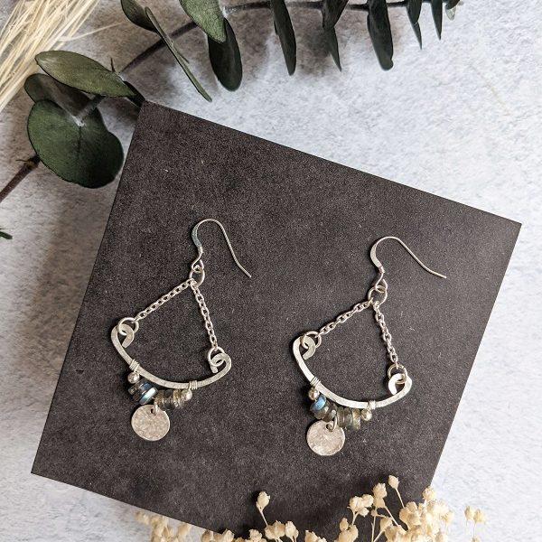 Boucles d'oreille TILIA en argent, en partie recyclé et labradorite (pierre naturelle)